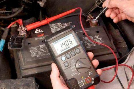 Comment tester sa batterie voiture et l'alternateur avec un multimètre ?